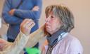 Bezoeker Marleen Vanrobaeys ondergaat een sneltest.