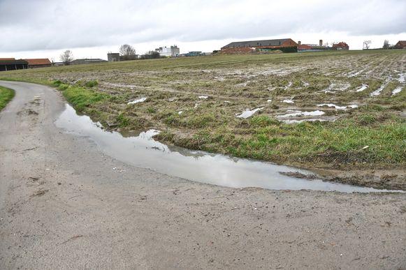De toestand van sommige landelijke wegen is schrijnend. Ook in de Dadizeelsestraat zijn er een paar pijnpunten.