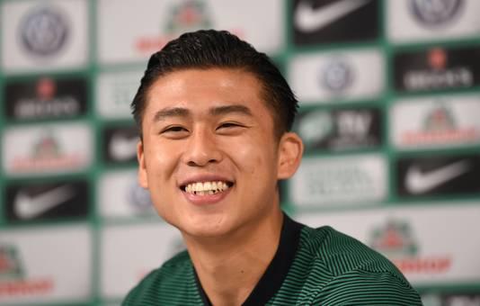 Yuning Zhang staat onder contract bij Werder Bremen. De inkomsten uit die transfer worden pas in het volgende boekjaar opgenomen.