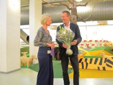 Gijs Wanders schenkt zijn collectie jeugdboeken aan bibliotheek in Apeldoorn