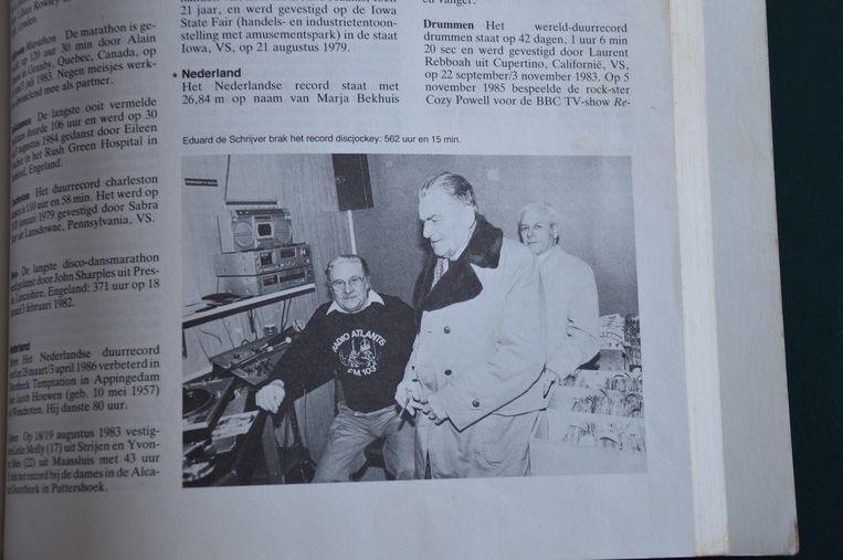 Het record haalde het Guinness Record Book en werd gepubliceerd met de foto van Eduard, de deurwaarder en schepen Hector De Schutter.