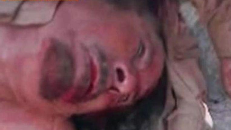 Een screenshot van Al-Jazeera waarop de vermeende dode Kaddafi te zien is. Beeld