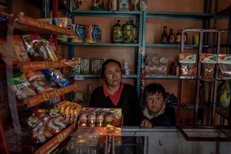 Het kruidenierswinkeltje van de familie Hernández. Beeld  Alejandro Cegarra