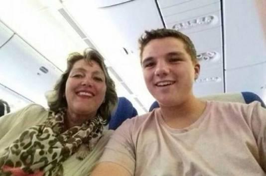 Gary Slok, samen met zijn moeder.