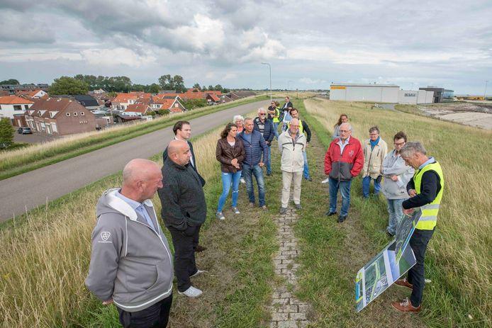 Bewoners van Hansweert kregen in juli van dit jaar uitleg over de dijkversterking.