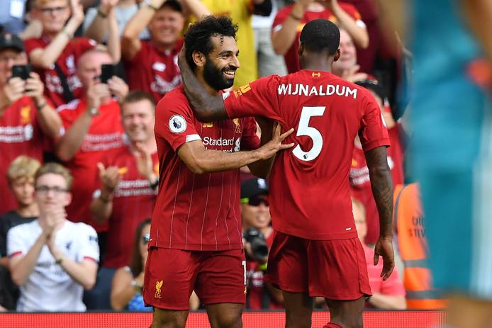 Salah viert zijn goal met Wijnaldum.