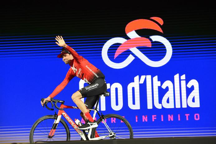Tom Dumoulin bij de teampresentatie van Sunweb voor de Giro.