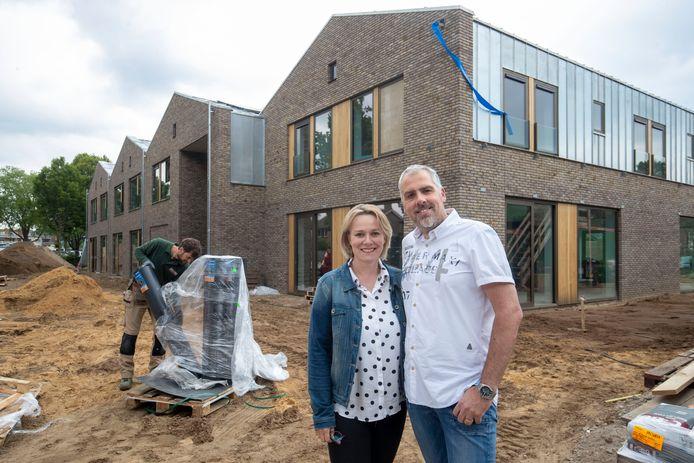 Edwin en Caroline Rienstra bij de nieuwbouw aan Pasteurlaan.