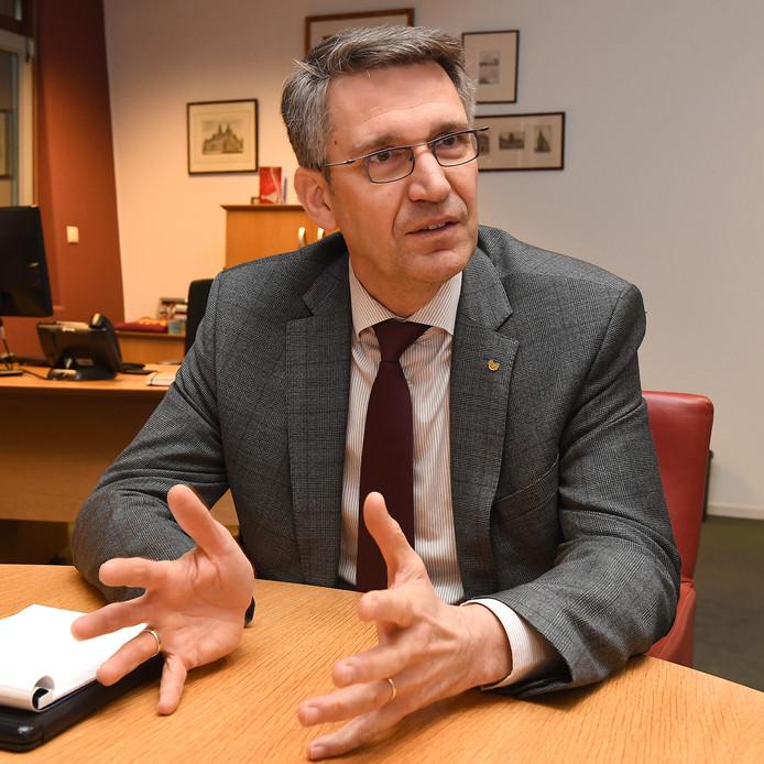 Burgemeester Wim Hillenaar van Cuijk is voorzitter van de stuurgroep die werkt aan de nieuwe gemeente Land van Cuijk.
