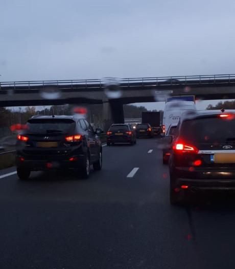 Ongeluk zorgt voor lange file op A1 bij Hengelo