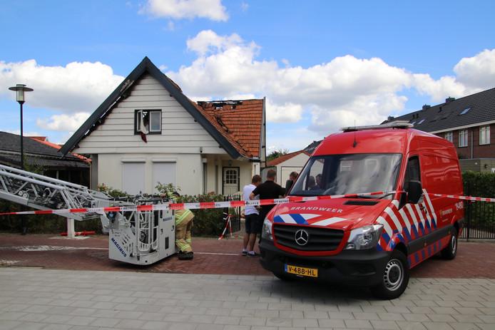 De woning aan de Rietweg in Goes liep forse schade op bij de brand.