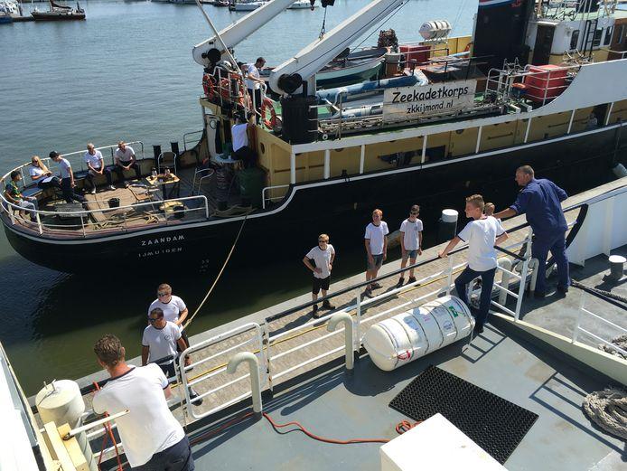 De zeekadetten waren vanmiddag druk in de weer in Lelystad.