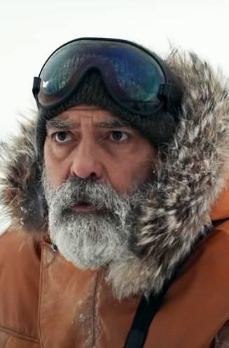 """INTERVIEW. George Clooney belandde vlak voor de opnames van 'The Midnight Sky' in het ziekenhuis: """"Ik dacht dat ik een hartaanval had gekregen"""""""