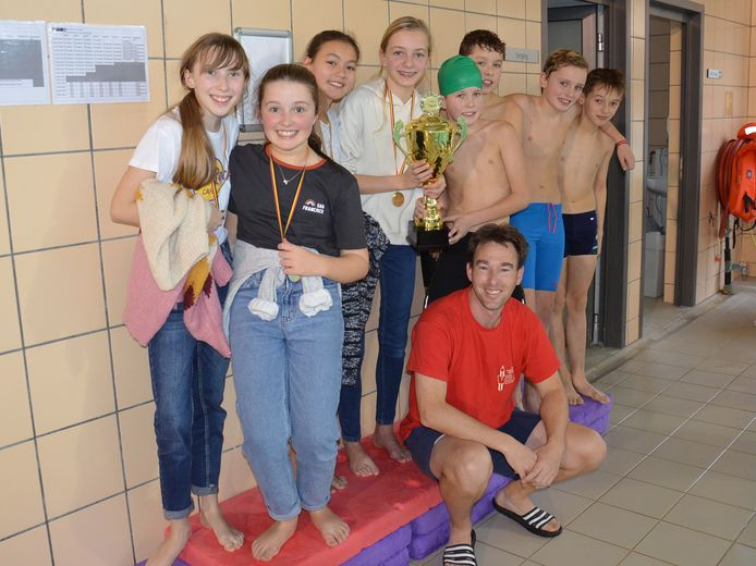 Het Hartencollege basisschool Meerbeke werd de winnaar van de interscholenzwemwedstrijd in zwembad De Kleine Dender in Ninove.