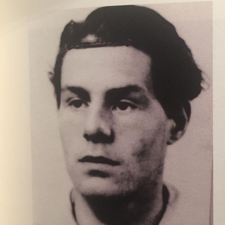 Lucebert in 1943. Foto uit biografie. Beeld null