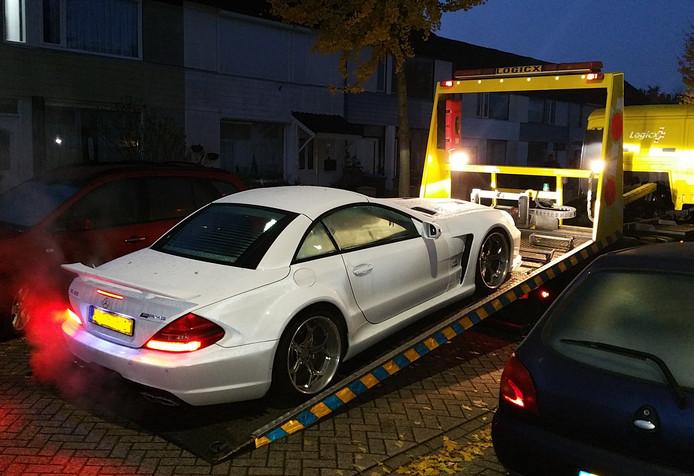 Een Mercedes werd bij de actie in beslag genomen.