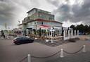 Het markante pand in Port Zélande waarin de pizzeria is gevestigd. De telefoon werd gisteren niet opgenomen.