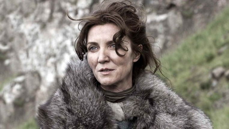 Michelle Fairley vertolkt matriarch Katelyn Stark in de reeks.
