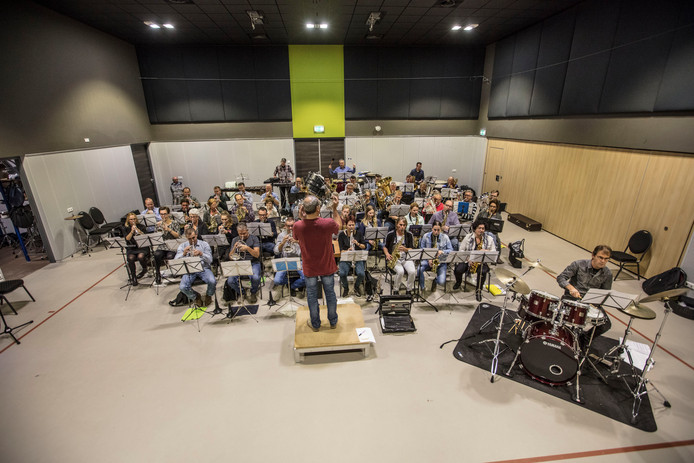 Repetitie van de fanfare in Vlierden voor concert met BZB.