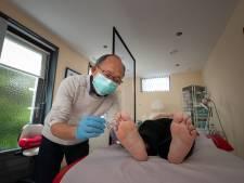 Acupuncturist Quan (63)maakte zich geen zorgen over de praktijk: hij hoefde alleen maar te kijken hoe hij weer kan beginnen