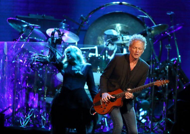 Stevie Nicks (links) and Lindsey Buckingham (rechts) tijdens een Fleetwood Mac-concert in 2014.