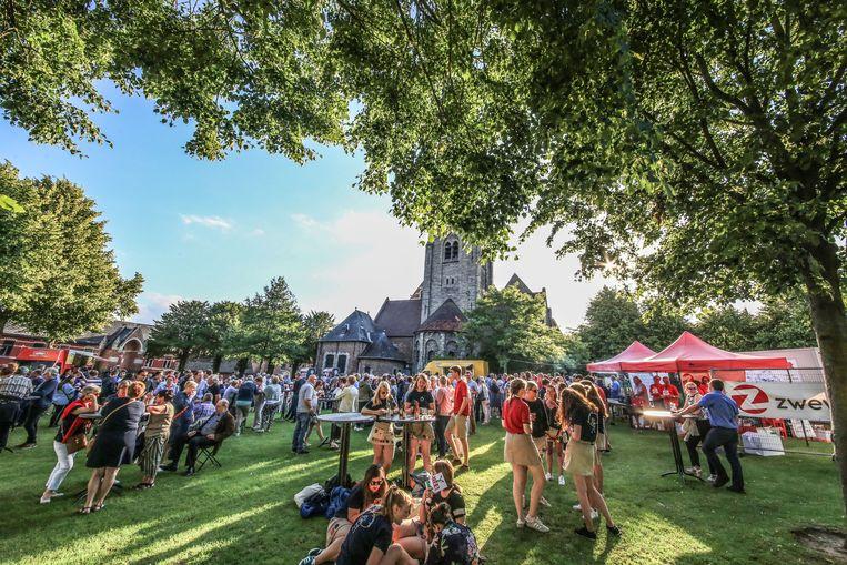 De gemeente Zwevegem heeft een vrijwilligersfeest georganiseerd op het plein bij de kerk van Sint-Denijs om alle Zwevegemse vrijwilligers te bedanken voor hun inzet.