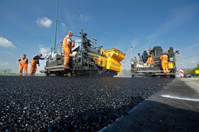 De Dordtse raad vindt het ergerlijk en zonde van geld dat nieuw aangelegde wegen opengebroken worden.
