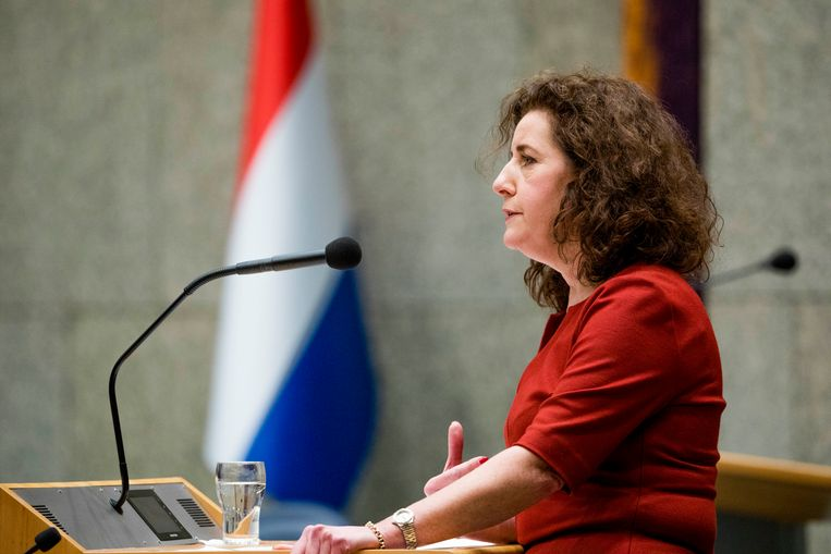 Minister Ingrid van Engelshoven van Onderwijs, Cultuur en Wetenschappen (D66) tijdens de Begroting Onderwijs, Cultuur en Wetenschap in de plenaire zaal van de Tweede Kamer. Beeld null