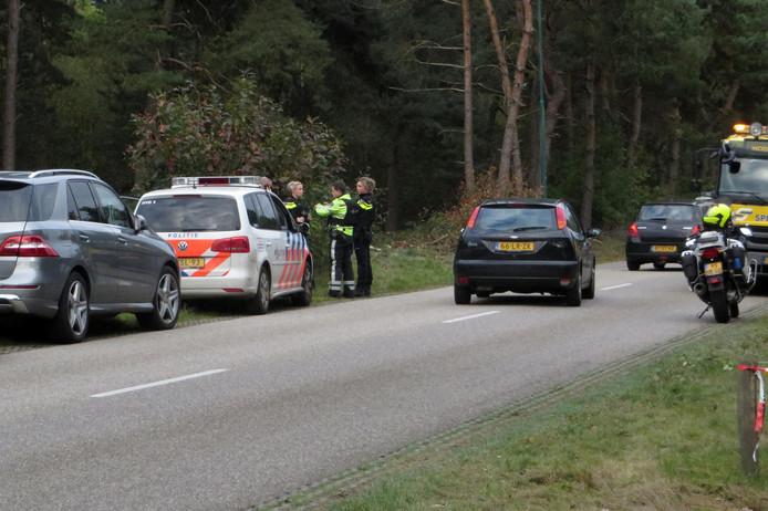 Arrestatieteams van de politie op zoek naar verdachten die de helikopter wilden kapen.