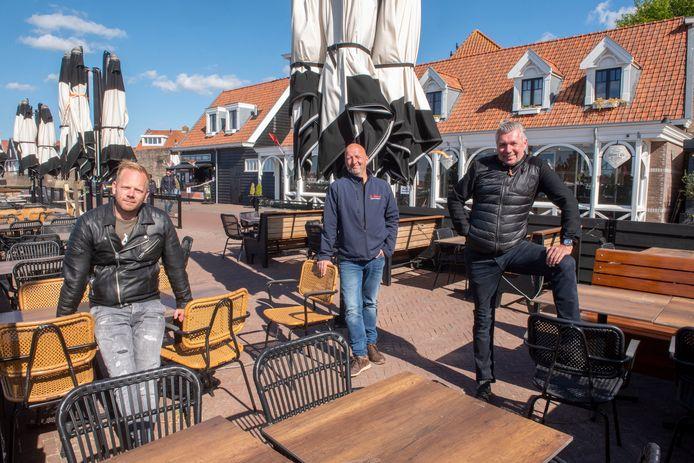 Boulevard-ondernemers Robert van den Berg (l.), Gert Reijerse (m.) en John Kok willen gastheren inzetten in coronatijd.