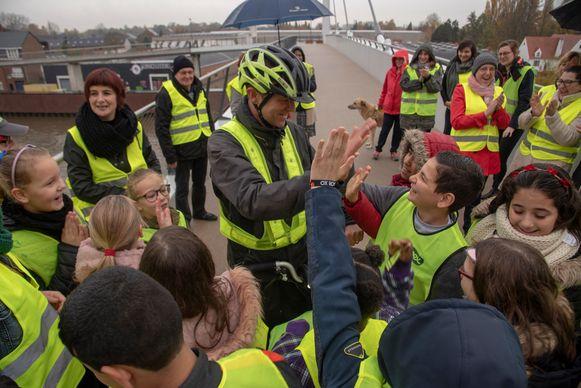 Frank Deboosere promoot fluohesjes  en wordt verwelkomd in Wetteren.