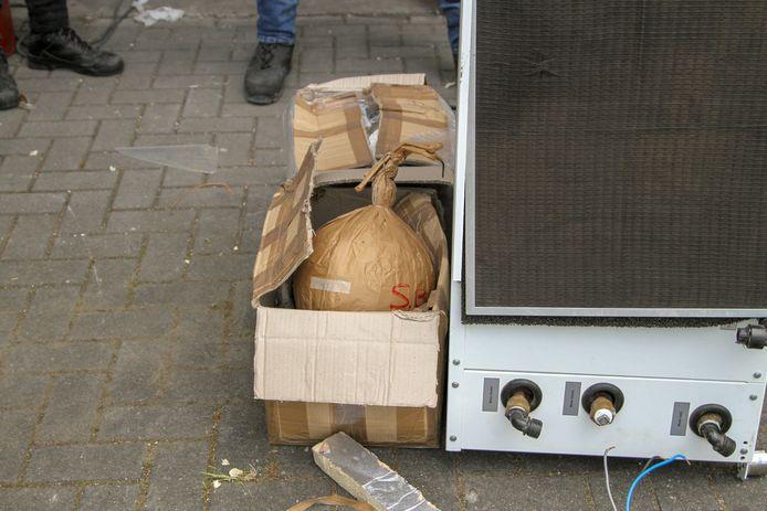Grote vuurwerkbommen aangetroffen in bedrijfspand in Ede.
