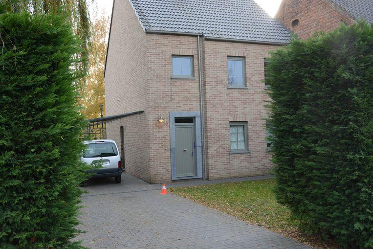 Het huis werd zaterdag volledig onderzocht door het labo op sporen en werd na afloop verzegeld.