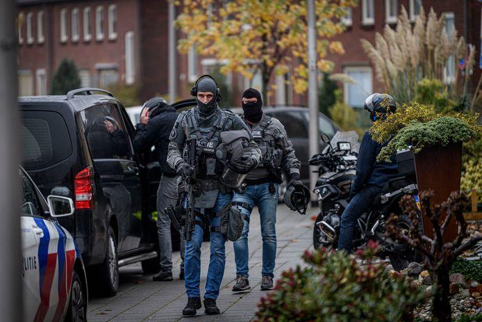 Het arrestatieteam deze dinsdagochtend in Rijssen.