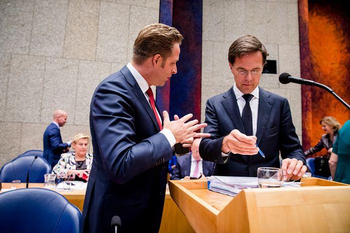 Archiefbeeld: Minister Hugo de Jonge van Volksgezondheid, Welzijn en Sport (CDA) en Premier Mark Rutte tijdens de tweede dag van de Algemene Politieke Beschouwingen.