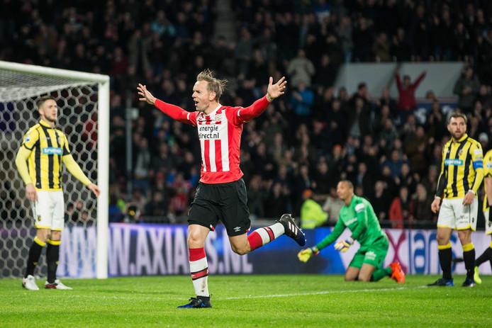 Siem de Jong werd opnieuw de matchwinner bij PSV.