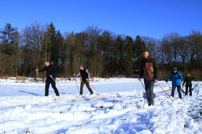 Skiën vlakbij bezoekerscentrum Veluwezoom in Rheden. foto Martin de Jongh