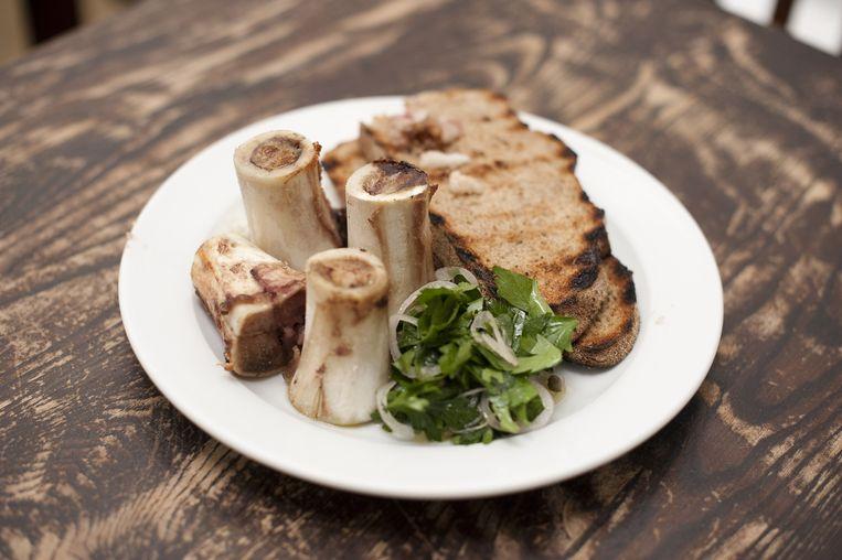 Bone Marrow & Parsley salad. Beeld null