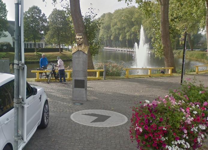 Het gezicht van Johan Hendrik van Dale in Sluis is wel zichtbaar.