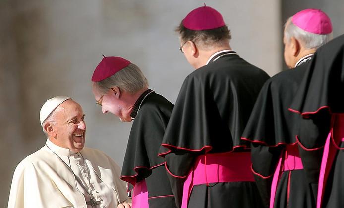 Foto uit serie over bisschop Gerard de Korte van het bisdom Den Bosch genomineerd voor Zilveren Camera Ramon mangold