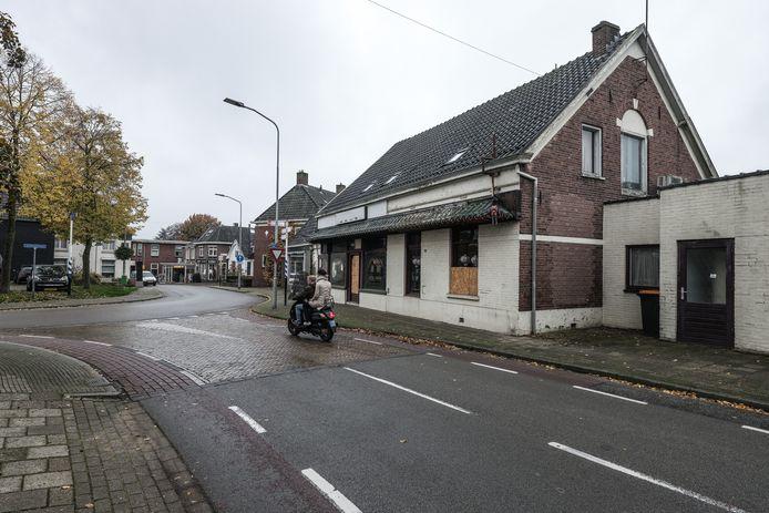 Dit voormalige restaurant is een doorn in het oog van Aaltenaren. Foto: Jan Ruland van den Brink
