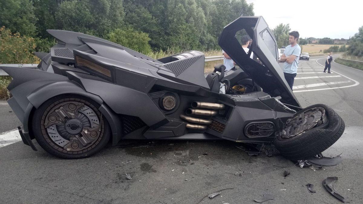 De gepimpte Lamborghini wegtakelen bleek geen makkelijke klus te zijn.