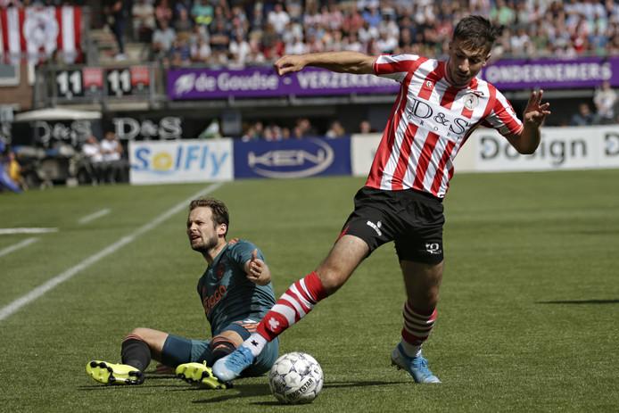 Halil Dervisoglu namens Sparta in actie tegen Ajax, dat met 1-4 won op Het Kasteel.
