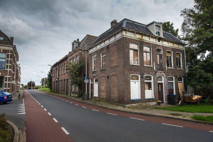 Stadsvilla in verval aan de Bovenhavenstraat in Kampen.