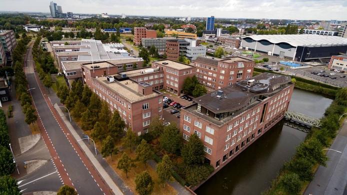 De kantoorgebouwen die omgetoverd worden toot woonappartementen.