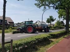 Tractor knalt tegen auto in Westervoort