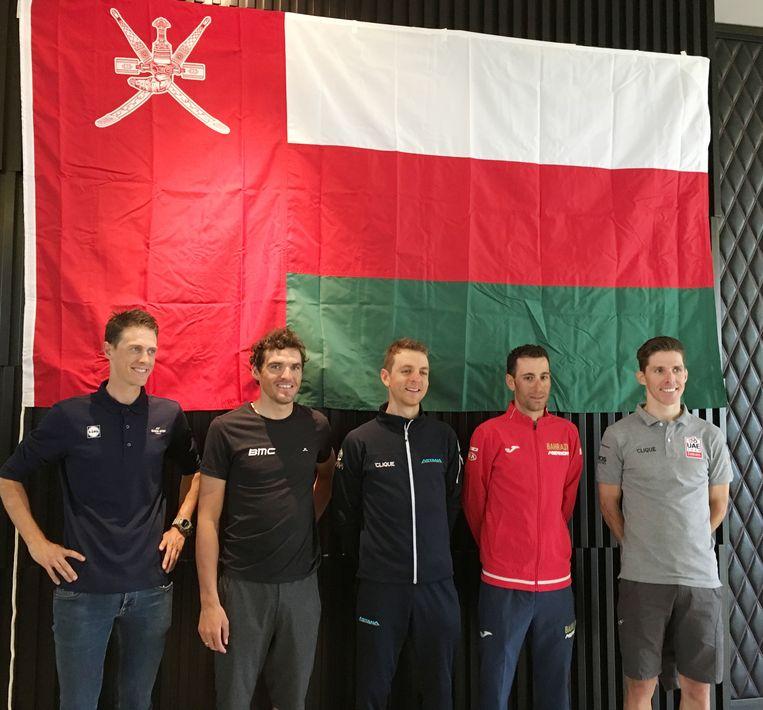 Van l naar r: Niki Terpstra (Quick-Step Floors), Greg Van Avermaet, de Kazak Alexey Lutsenko (Astana) en Vincenzo Nibali (Bahrain-Merida) en de Portugees Rui Costa (UAE Team Emirates).