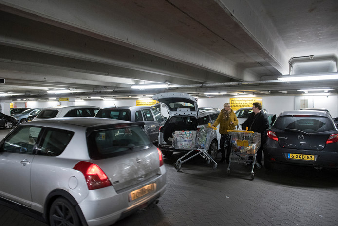 In de parkeergarage onder De Kranshof gaat regelmatig het alarm af. CO-detectoren worden dan actief door het teveel aan uitlaatgassen in de garage.