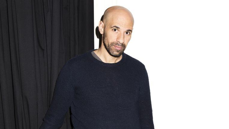 Abdelkader Benali: 'Op een gegeven moment dacht ik: ach, die afkomst stelt ook niets voor, weg ermee. Ik wilde er niets meer mee te maken hebben.' Beeld null