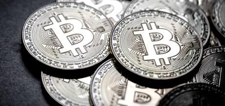 Bitcoin schiet door grens van 10.000 dollar